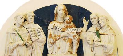 Luca Della Robbia, particolare pala Madonna con Bambino e Santi Tommaso...